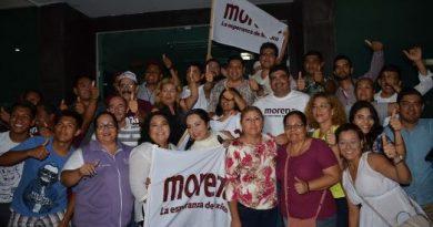 """Morenistas siguen con  """"veladora prendida"""""""