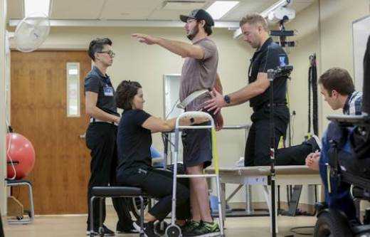 Método innovador permite caminar a un parapléjico