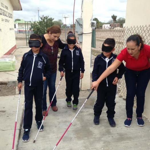 """Con la dinámica """"Te Presto mis Zapatos"""" DIF Tamaulipas promueve e impulsa el respeto a las personas con discapacidad"""