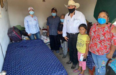 Apoya ayuntamiento y DIF a familia que se le quemó la casa por la tromba en días pasados